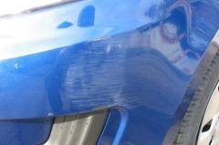 Устранение царапины на бампере новой Kia Rio с помощью полироли