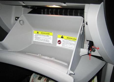 где расположен салонный фильтр на киа сид