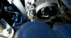 Замена лампочки ближнего света на Kia Rio 2012