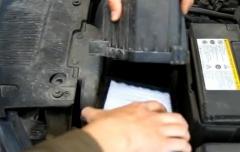 Замена воздушного фильтра двигателя на Kia Rio 2012