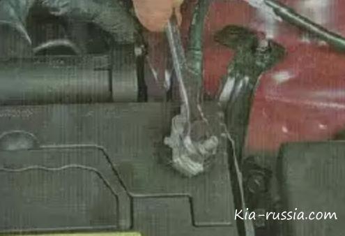 как заменить аккумулятор на киа рио видео