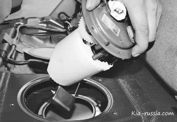 как поменять датчик топлива на киа рио