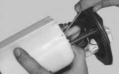 Замена бензонасоса и датчика уровня топлива на Киа Спектра