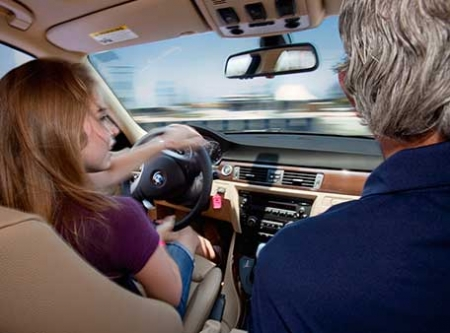 Чему учат на курсах экстремального вождения?