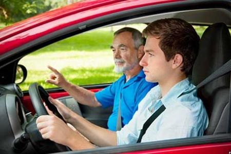 Автоинструктор и вождение по городской местности.